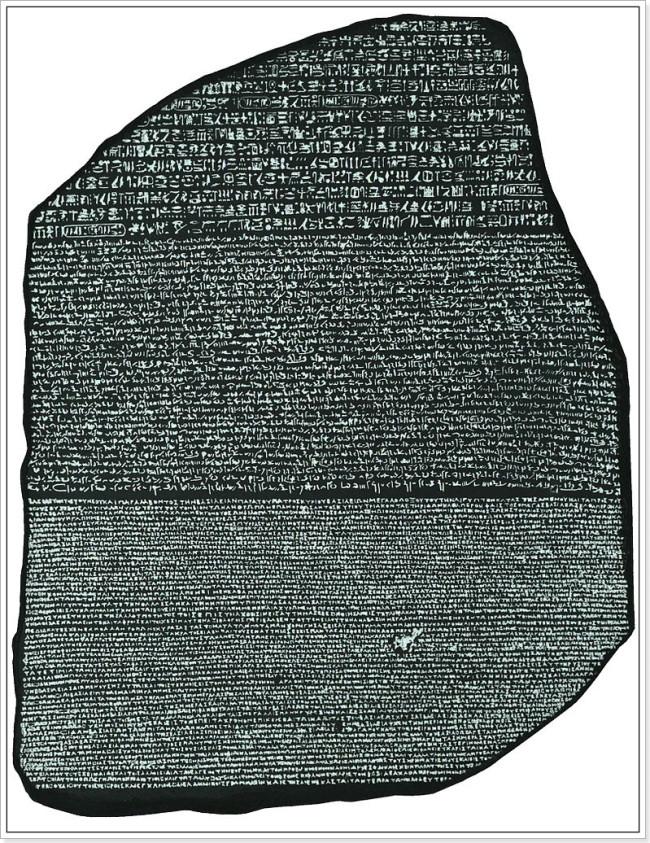 Piedra Rosetta. Arriba escritura Jeroglífica, en medio escritura demótica y abajo griego.