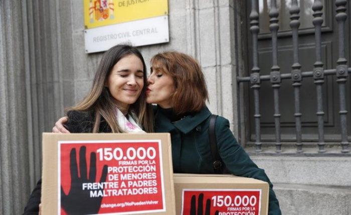 Vanessa Skewes y Juana Rivas